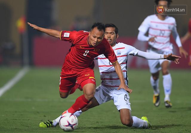 5 cầu thủ có số đường chuyền chính xác cao nhất ĐT Việt Nam ở AFF Cup 2018: Quang Hải đứng đầu, Xuân Trường xếp cuối - Ảnh 4.