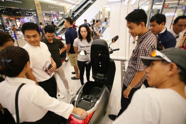 Sau màn ra mắt ấn tượng tại Hà Nội, VinFast tiếp tục thu hút hàng nghìn người dân tới tham quan và đặt mua tại Sài Gòn - Ảnh 32.