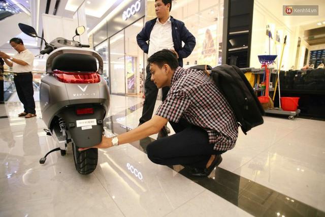 Sau màn ra mắt ấn tượng tại Hà Nội, VinFast tiếp tục thu hút hàng nghìn người dân tới tham quan và đặt mua tại Sài Gòn - Ảnh 33.