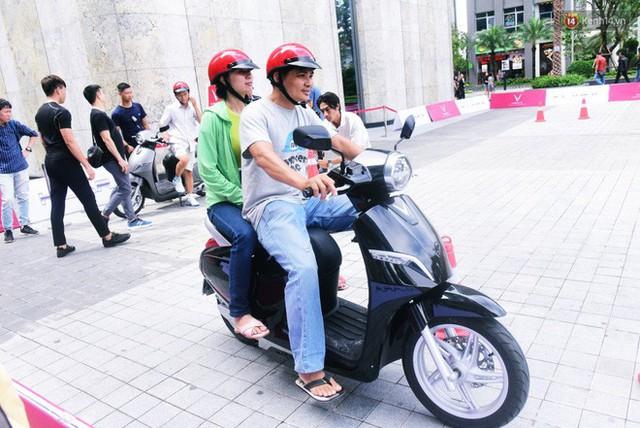 Sau màn ra mắt ấn tượng tại Hà Nội, VinFast tiếp tục thu hút hàng nghìn người dân tới tham quan và đặt mua tại Sài Gòn - Ảnh 35.