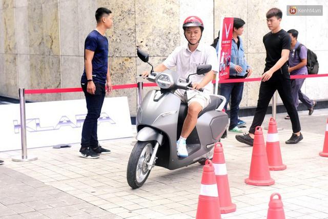 Sau màn ra mắt ấn tượng tại Hà Nội, VinFast tiếp tục thu hút hàng nghìn người dân tới tham quan và đặt mua tại Sài Gòn - Ảnh 36.