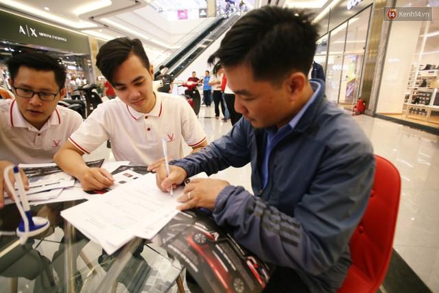 Sau màn ra mắt ấn tượng tại Hà Nội, VinFast tiếp tục thu hút hàng nghìn người dân tới tham quan và đặt mua tại Sài Gòn - Ảnh 37.
