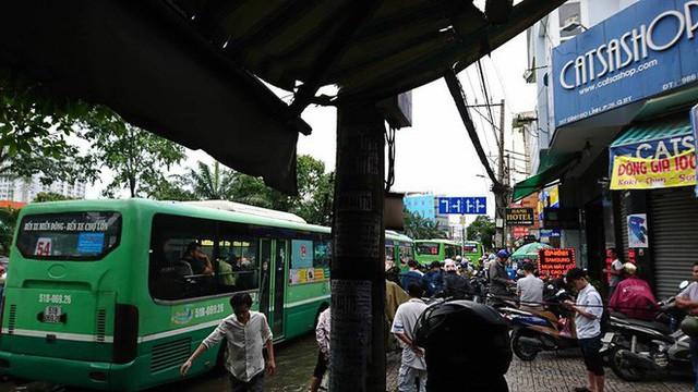 Sáng đầu tuần sau bão số 9 Sài Gòn vẫn ngập nặng, nhiều nơi kẹt xe suốt 3 giờ - Ảnh 5.