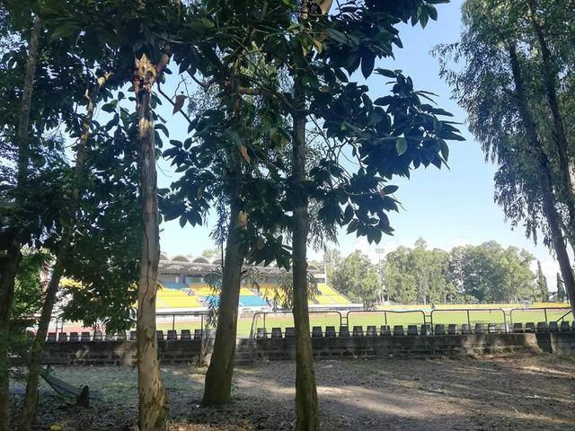 Bán kết Philippines - Việt Nam: Đường vào sân nhà của ĐTQG Philippines u ám như đi... thám hiểm rừng rậm - Ảnh 6.