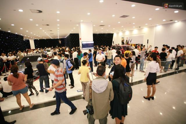 Sau màn ra mắt ấn tượng tại Hà Nội, VinFast tiếp tục thu hút hàng nghìn người dân tới tham quan và đặt mua tại Sài Gòn - Ảnh 7.