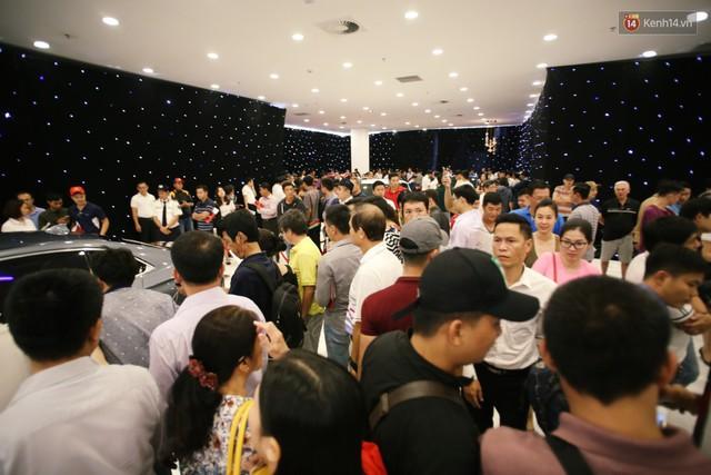 Sau màn ra mắt ấn tượng tại Hà Nội, VinFast tiếp tục thu hút hàng nghìn người dân tới tham quan và đặt mua tại Sài Gòn - Ảnh 8.