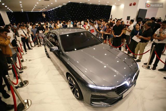 Sau màn ra mắt ấn tượng tại Hà Nội, VinFast tiếp tục thu hút hàng nghìn người dân tới tham quan và đặt mua tại Sài Gòn - Ảnh 9.