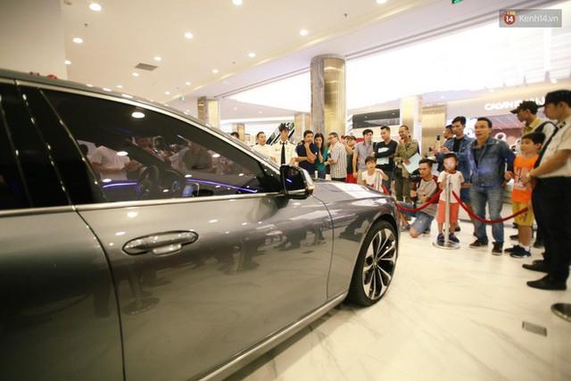 Sau màn ra mắt ấn tượng tại Hà Nội, VinFast tiếp tục thu hút hàng nghìn người dân tới tham quan và đặt mua tại Sài Gòn - Ảnh 10.