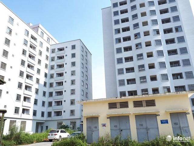 Trăm căn hộ cao tầng tái an cư mới tinh biến thành nhà ma hoang phế giữa Hà Nội - Ảnh 1.