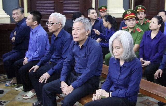 Người phụ nữ tóc bạc phơ liên quan đến Vũ nhôm trong đại án Ngân hàng Đông Á là ai? - Ảnh 2.