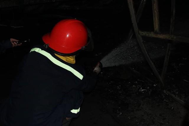 Hà Nội: Gara bốc cháy ngùn ngụt, thiêu rụi nhiều ô tô - Ảnh 5.