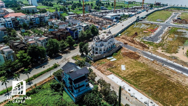 Cận cảnh vô số villa tỷ đồng bỏ hoang giữa lòng khu thành phố sầm uất bậc nhất khu Đông TP.HCM - Ảnh 1.