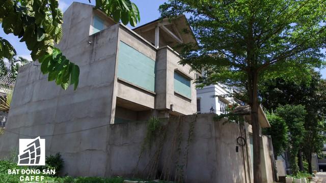 Cận cảnh vô số villa tỷ đồng bỏ hoang giữa lòng khu thành phố sầm uất bậc nhất khu Đông TP.HCM - Ảnh 2.