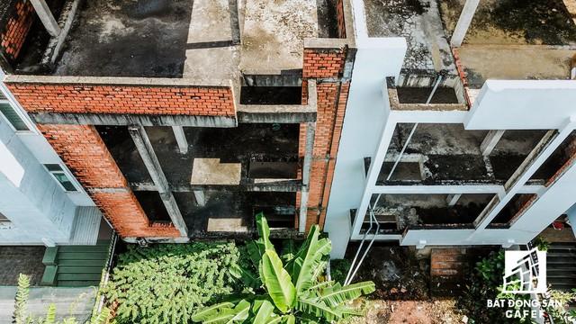 Cận cảnh vô số villa tỷ đồng bỏ hoang giữa lòng khu thành phố sầm uất bậc nhất khu Đông TP.HCM - Ảnh 5.
