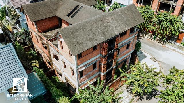 Cận cảnh vô số villa tỷ đồng bỏ hoang giữa lòng khu thành phố sầm uất bậc nhất khu Đông TP.HCM - Ảnh 6.