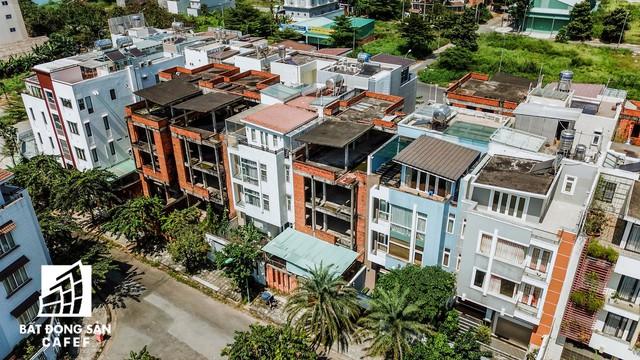 Cận cảnh vô số villa tỷ đồng bỏ hoang giữa lòng khu thành phố sầm uất bậc nhất khu Đông TP.HCM - Ảnh 7.