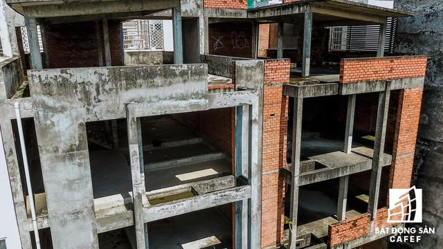 Cận cảnh vô số villa tỷ đồng bỏ hoang giữa lòng khu thành phố sầm uất bậc nhất khu Đông TP.HCM - Ảnh 12.
