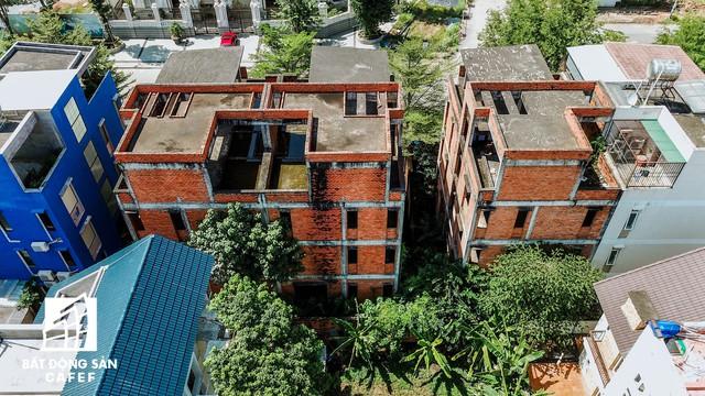 Cận cảnh vô số villa tỷ đồng bỏ hoang giữa lòng khu thành phố sầm uất bậc nhất khu Đông TP.HCM - Ảnh 13.