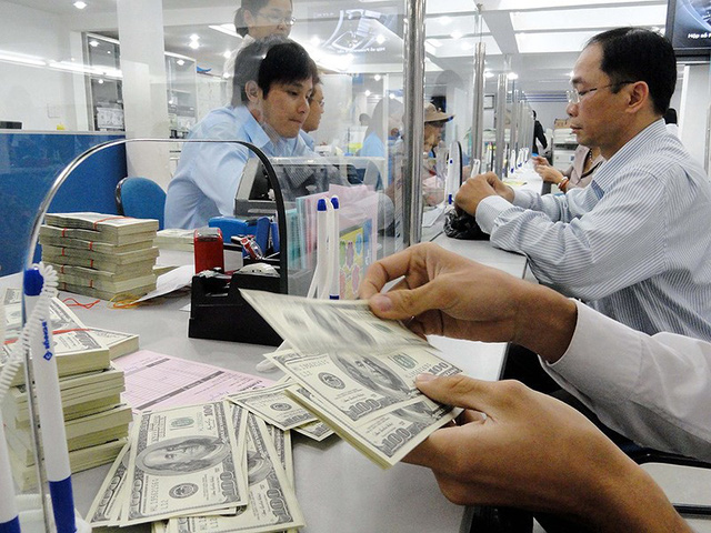Doanh nghiệp nhập khẩu sẽ không được vay USD nữa? - Ảnh 1.