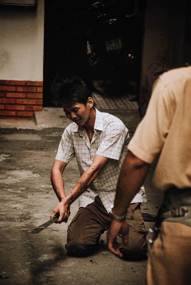 Tác giả bộ ảnh CSGT bắt cướp ở Sài Gòn 11 năm trước: Thật kì diệu vì họ có thể thuyết phục tên cướp buông kiếm đầu hàng - Ảnh 13.