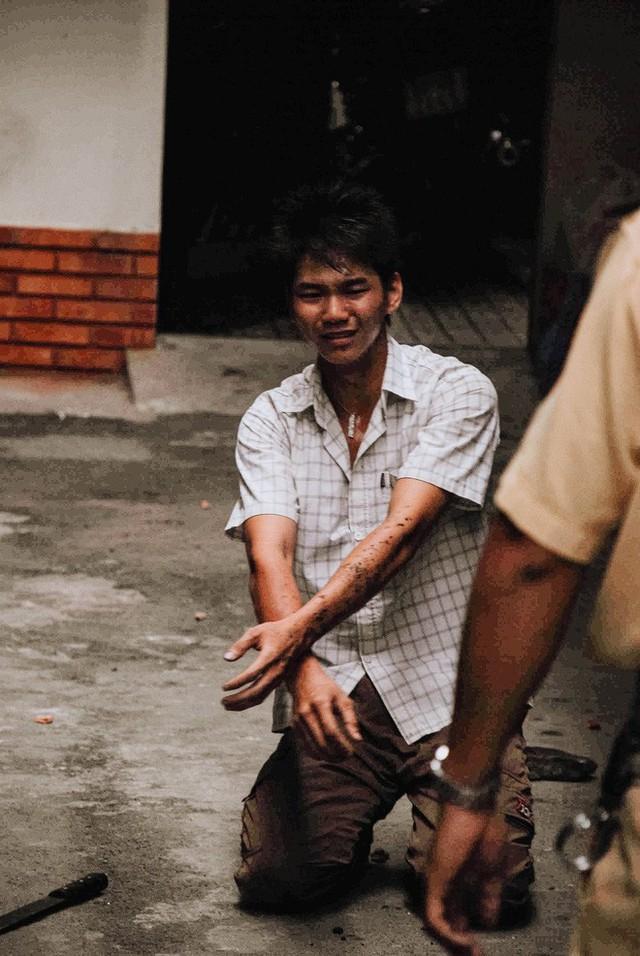 Tác giả bộ ảnh CSGT bắt cướp ở Sài Gòn 11 năm trước: Thật kì diệu vì họ có thể thuyết phục tên cướp buông kiếm đầu hàng - Ảnh 14.