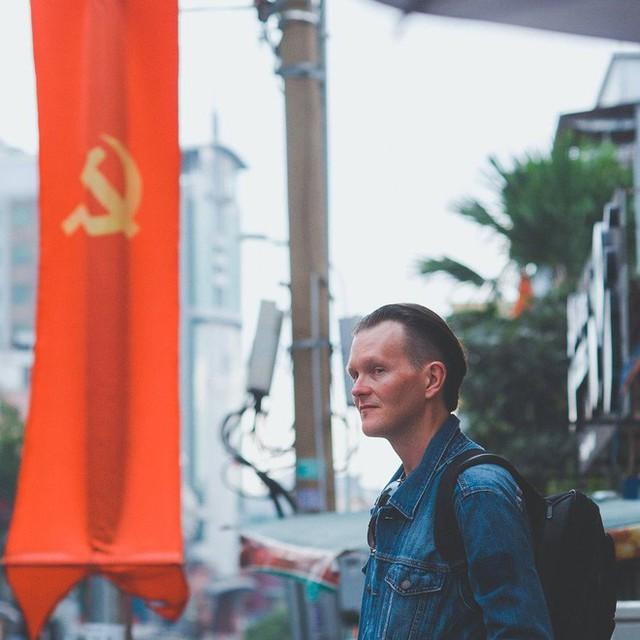 Tác giả bộ ảnh CSGT bắt cướp ở Sài Gòn 11 năm trước: Thật kì diệu vì họ có thể thuyết phục tên cướp buông kiếm đầu hàng - Ảnh 4.