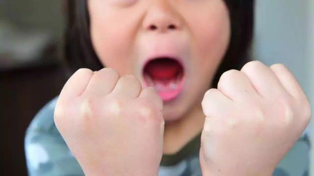 Bố mẹ thường xuyên làm việc này trước mặt con, đừng hỏi vì sao lớn lên trẻ tự ti - Ảnh 3.