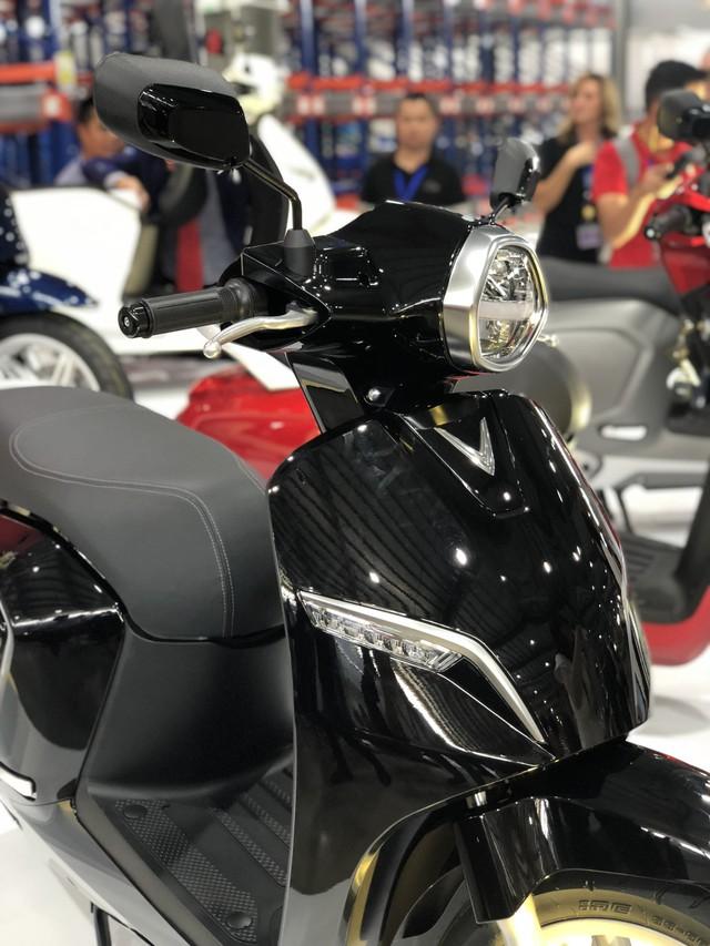 VinFast chính thức ra mắt xe máy điện thông minh, dự kiến mở bán từ 17/11 - Ảnh 3.
