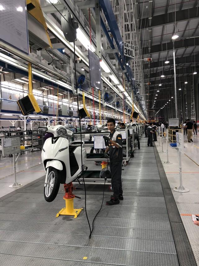 VinFast chính thức ra mắt xe máy điện thông minh, dự kiến mở bán từ 17/11 - Ảnh 11.