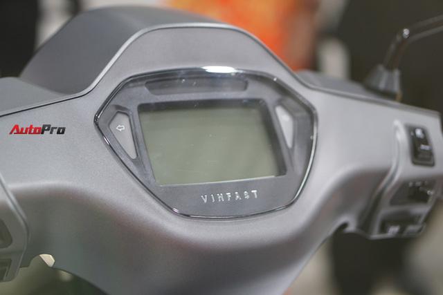 Chi tiết xe máy điện thông minh đầu tiên của VinFast - Ảnh 12.