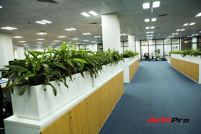 Khu văn phòng nhà máy sản xuất xe máy điện thông minh VinFast đẹp và sạch sẽ như resort - Ảnh 14.