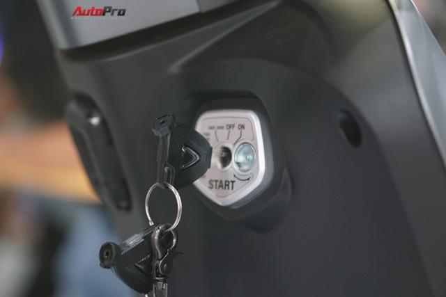 Chi tiết xe máy điện thông minh đầu tiên của VinFast - Ảnh 14.