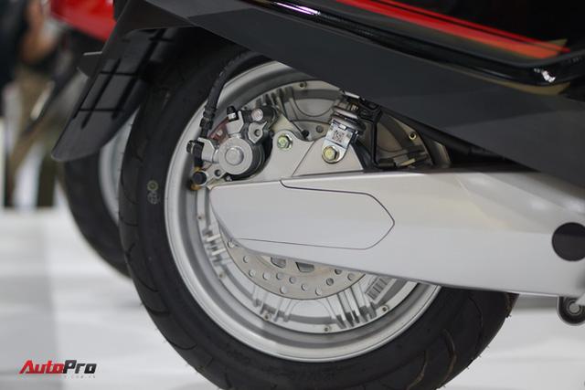Chi tiết xe máy điện thông minh đầu tiên của VinFast - Ảnh 16.