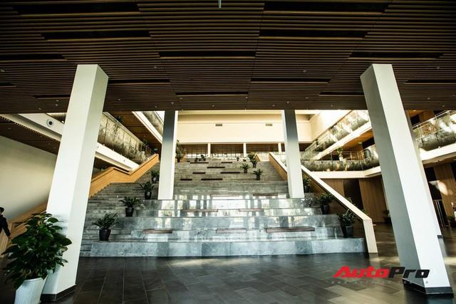 Khu văn phòng nhà máy sản xuất xe máy điện thông minh VinFast đẹp và sạch sẽ như resort - Ảnh 6.