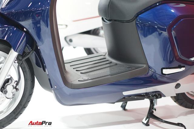 Chi tiết xe máy điện thông minh đầu tiên của VinFast - Ảnh 6.
