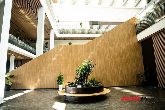 Khu văn phòng nhà máy sản xuất xe máy điện thông minh VinFast đẹp và sạch sẽ như resort - Ảnh 7.