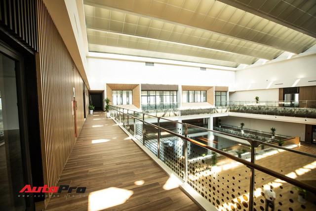 Khu văn phòng nhà máy sản xuất xe máy điện thông minh VinFast đẹp và sạch sẽ như resort - Ảnh 9.