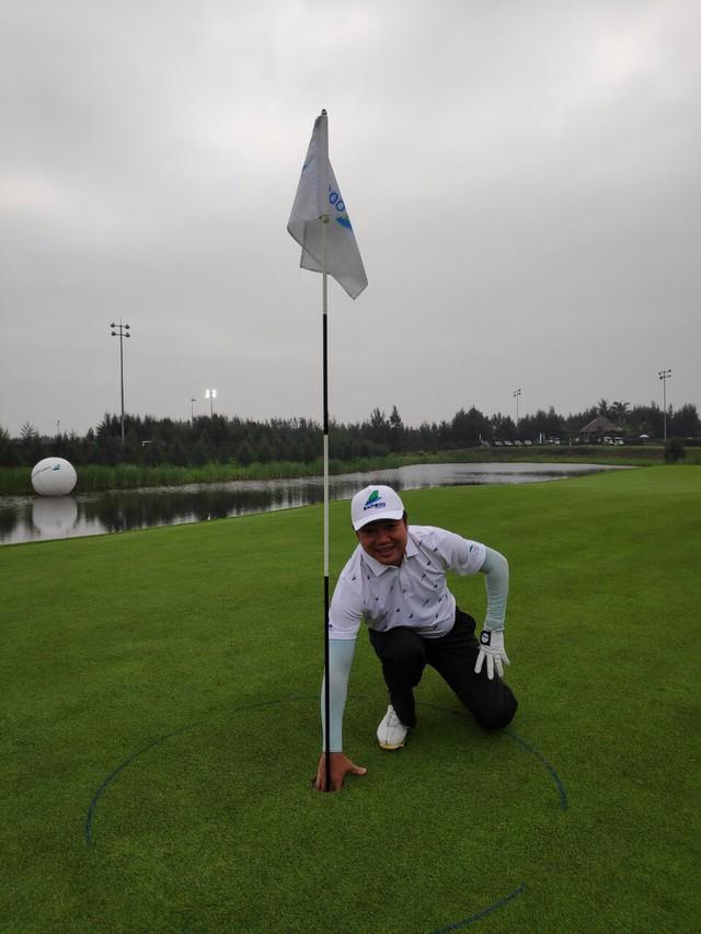 Giới golf Việt chấn động với cú đánh HIO trị giá hàng chục tỷ đồng, được tới 4 xe Mercedes C200  - Ảnh 1.