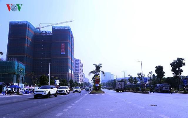 Cận cảnh phố 8 làn xe ở Hà Nội được đề xuất đặt tên Trịnh Văn Bô - Ảnh 2.
