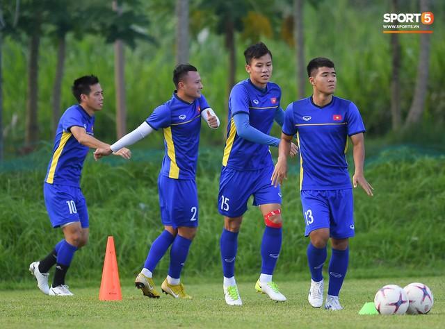 Tuyển Việt Nam tập luyện ở không gian yên bình như trong phim trước trận bán kết AFF Cup 2018 - Ảnh 1.