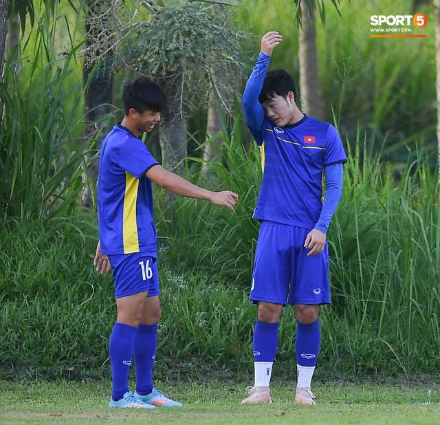 Tuyển Việt Nam tập luyện ở không gian yên bình như trong phim trước trận bán kết AFF Cup 2018 - Ảnh 8.