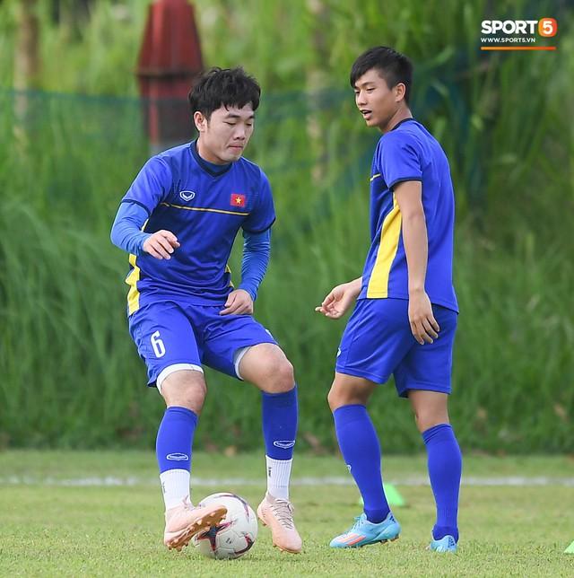 Tuyển Việt Nam tập luyện ở không gian yên bình như trong phim trước trận bán kết AFF Cup 2018 - Ảnh 9.