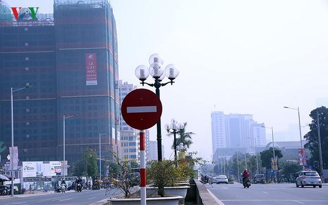 Cận cảnh phố 8 làn xe ở Hà Nội được đề xuất đặt tên Trịnh Văn Bô - Ảnh 10.