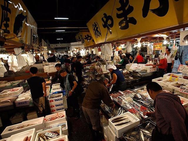 Chợ cá lớn nhất thế giới có gì đặc biệt? - Ảnh 1.