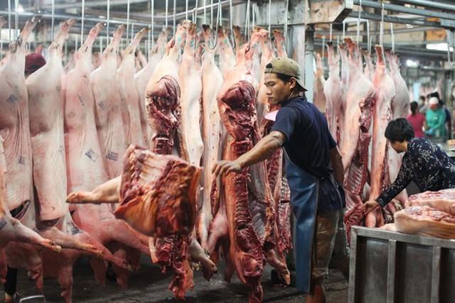 """Thịt lợn vẫn đang bị """"làm giá"""" - Ảnh 1."""