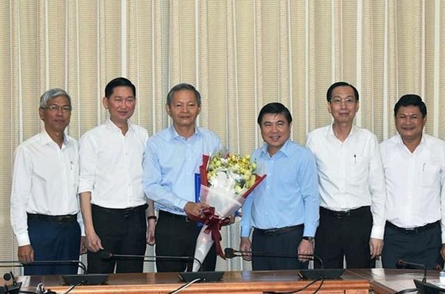 UBND TPHCM cho nguyên Phó Chủ tịch Lê Văn Khoa thôi việc   - Ảnh 1.