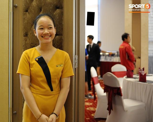 Tuyển Việt Nam được ăn thịt gà và nhiều món truyền thống trong bữa đầu tiên tại Lào - Ảnh 2.