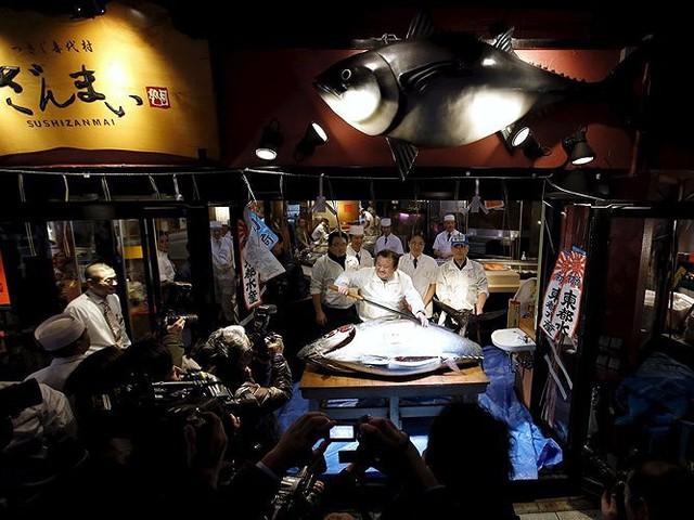 Chợ cá lớn nhất thế giới có gì đặc biệt? - Ảnh 4.