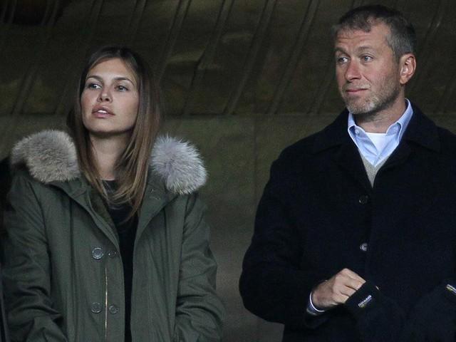 Cuộc sống giàu sang, nhiều màu sắc của ông chủ sở hữu CLB Chelsea - tỷ phú Roman Abramovich  - Ảnh 4.