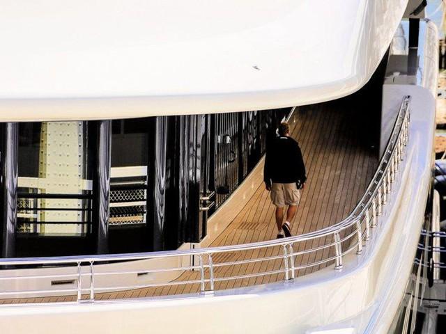 Cuộc sống giàu sang, nhiều màu sắc của ông chủ sở hữu CLB Chelsea - tỷ phú Roman Abramovich  - Ảnh 18.